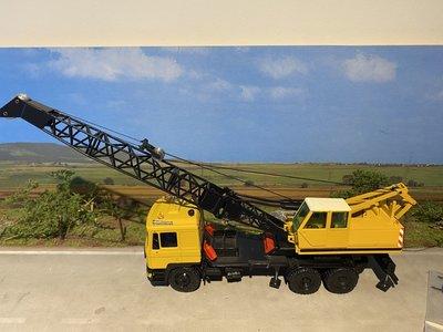 Conrad Modelle Conrad MAN F90 with Sennebogen crane