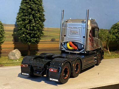 Tekno Tekno Scania Torpedo Highline 6x2 single truck Silver Griffin