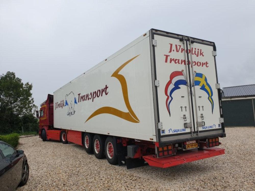 Tekno Tekno Scania R-serie R500 met 3-assige koeloplegger Vrolijk
