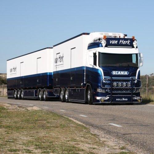 Tekno Tekno Scania R650 motorwagen met 13.60m LZV combinatie van Herk