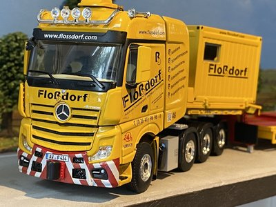 WSI WSI Mercedes Actros MP4 8x4 semi low loader + 10ft. container Flossdorf