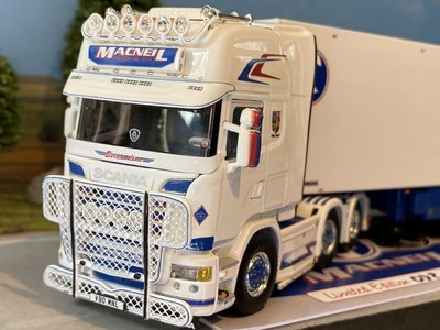 WSI WSI Scania streamline Topline 6x2 + semi lowloader 3-axle reefer trailer MacNeil