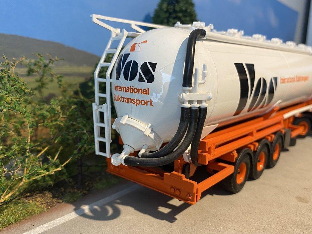 Tekno Tekno Scania 113M/360 2 as Trekker met 3 as Bulktankoplegger Vos Logistics