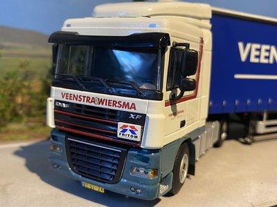 WSI WSI DAF 105XF 4x2 met schuifzeilenoplegger Veenstra & Wiersma