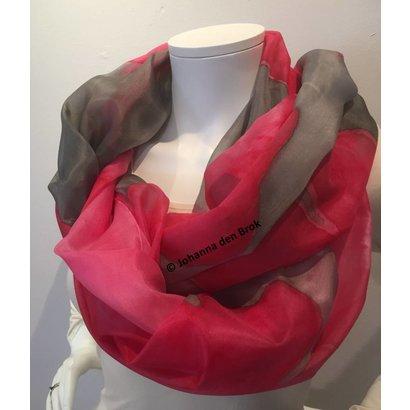 Zijden sjaal met roze en grijs- Johanna den Brok