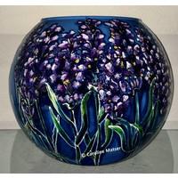 Glazen bolvaas met lavendel