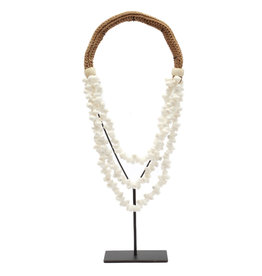 Bazar Bizar The White Shell Necklace on Stand