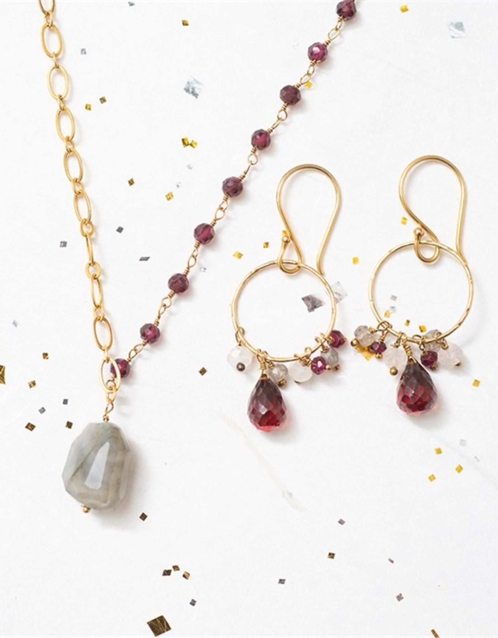 A Beautiful Story oorbellen 'Flourish' gold - garnet