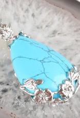 Gümüş kolye ile turkuaz