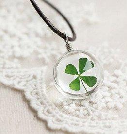 Crowdfunding sorte medalhão trevo de quatro folhas (prata / couro / cristal)