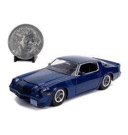 STRANGER THINGS - 1:24 Billy's 1979 Chevy Camaro Z28 Metal + coll coin