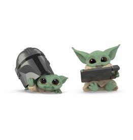 Hasbro STAR WARS Bounty Collection 2-Pack 5.5cm - Mandalorian: The Child Helmet Peeking & Datapad Tablet