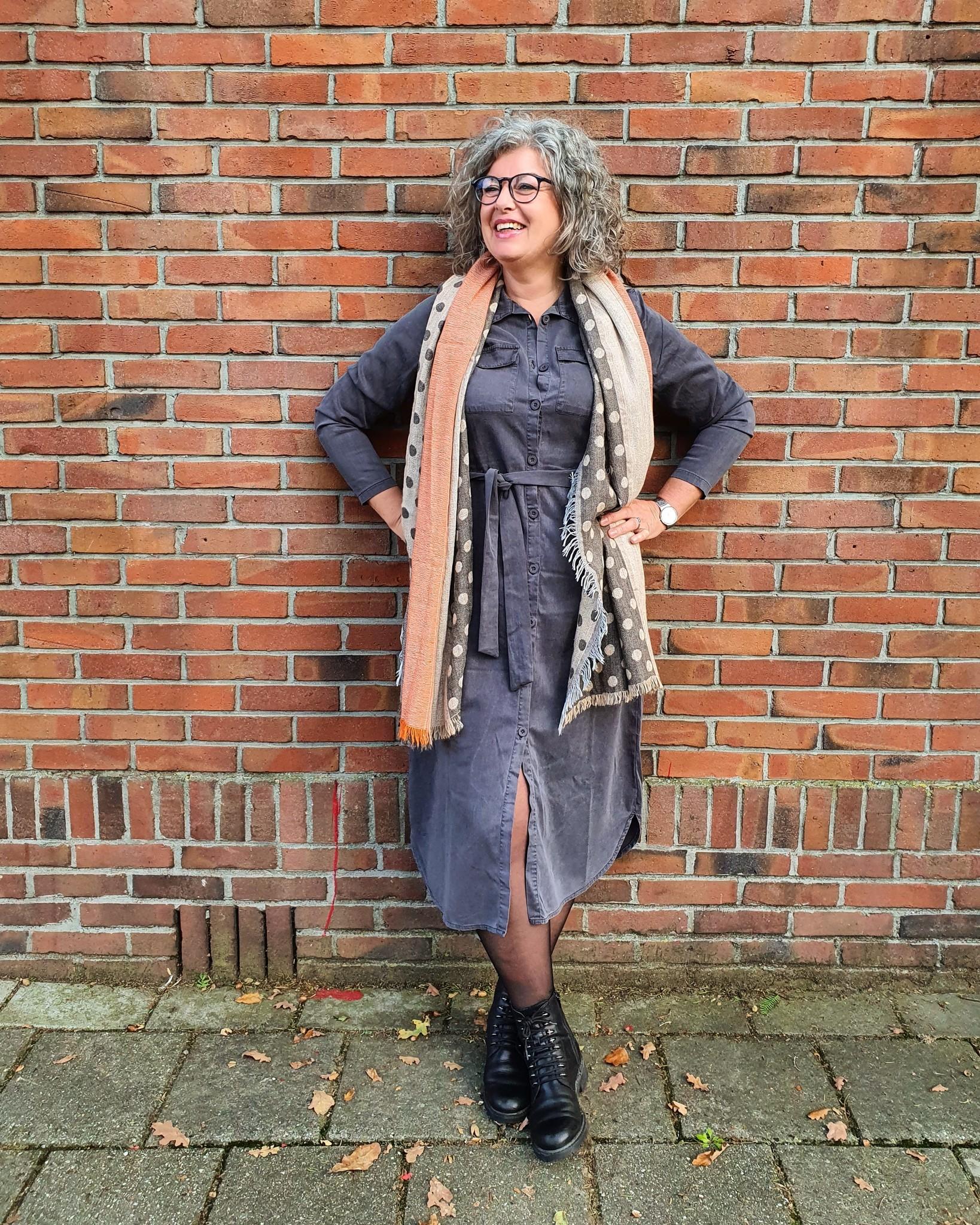 Zoso Zoso jurk Mare Tencel long button carbon