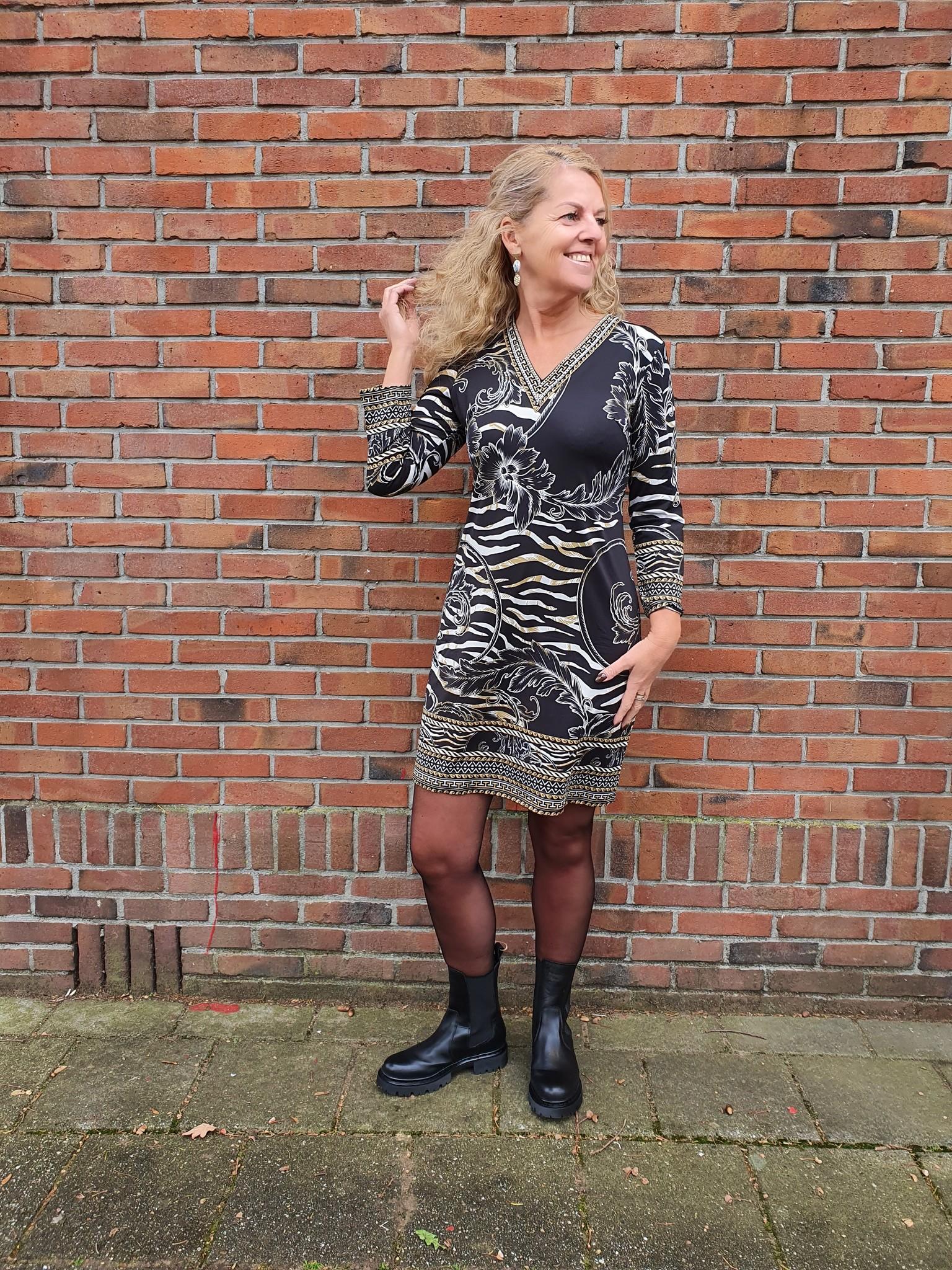 K-Design K-Design jurk V-hals met parels & print
