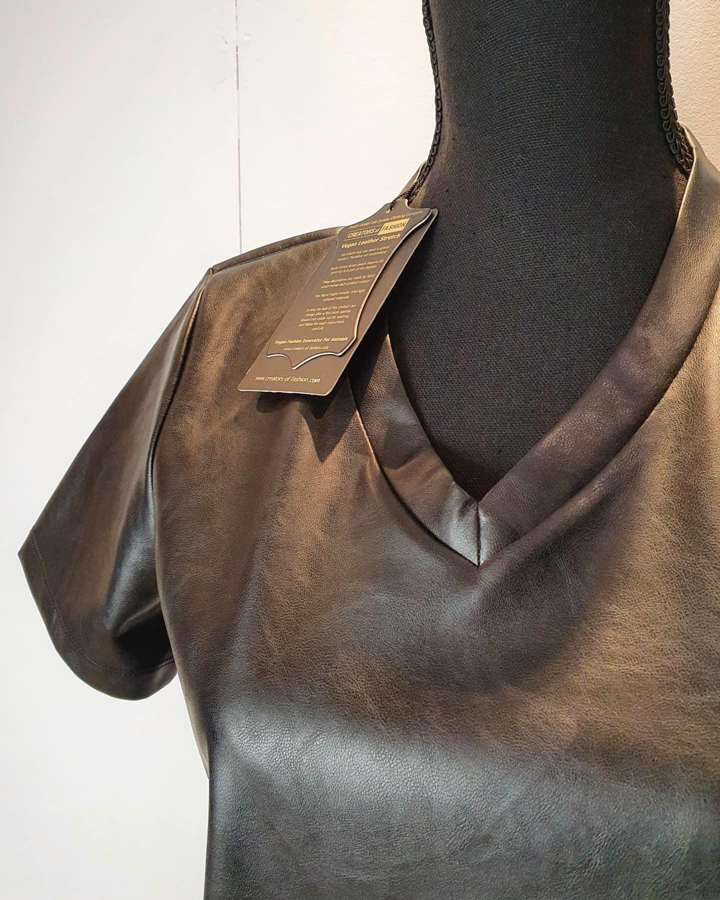 Y-Conic T-shirt vegan leather zwart