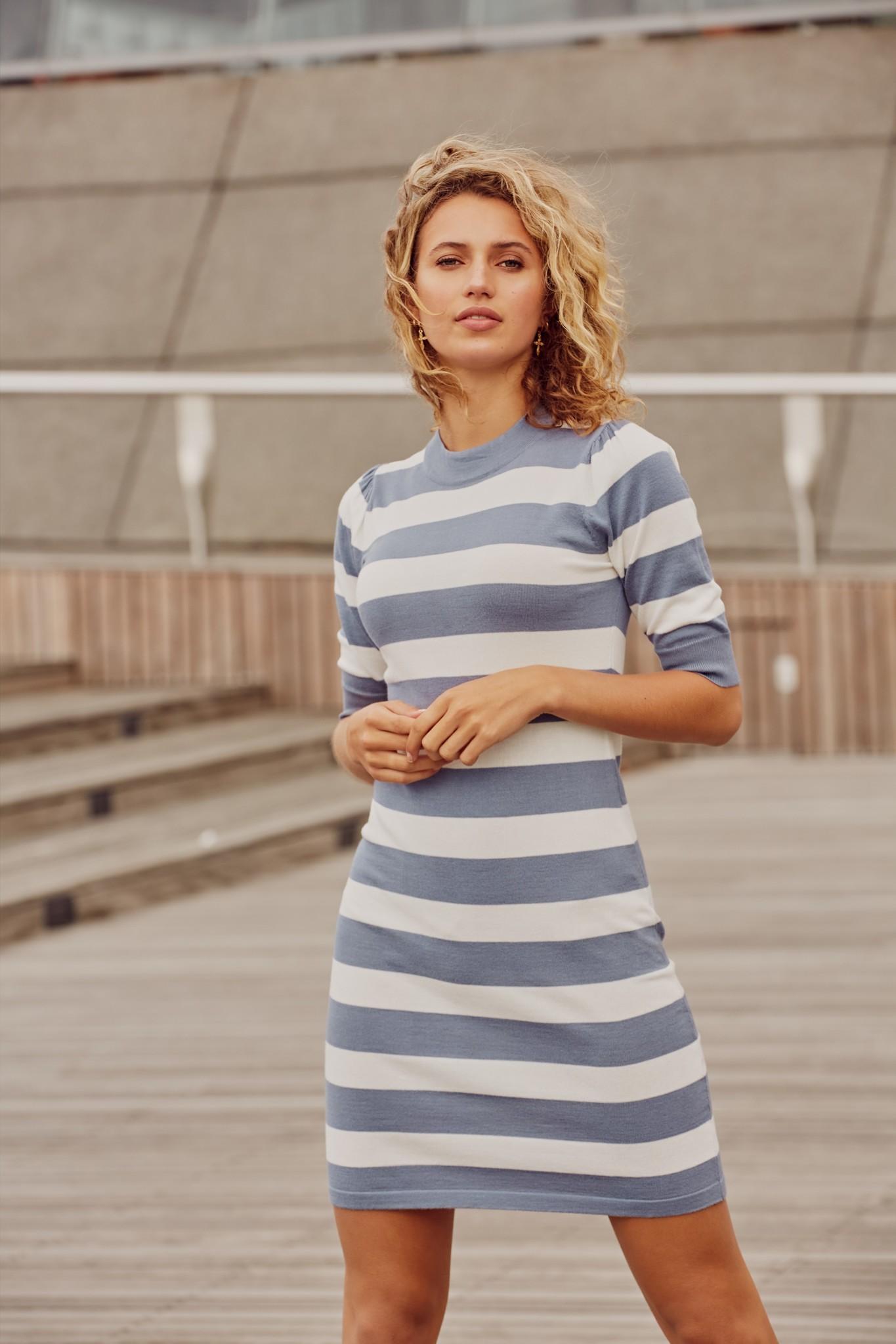 C&S The label C&S The label jurk Imke licht jeansblauw/offwhite