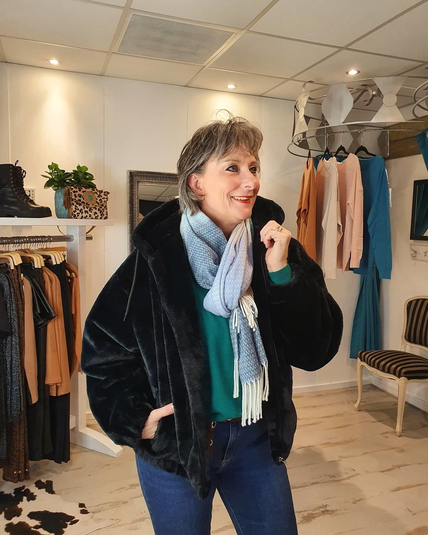 Blue Seven Blue Seven jas zwart bont lookalike