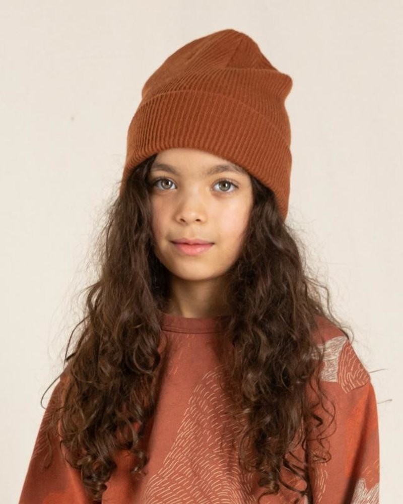 Finger in the nose Carson Beanie Brick