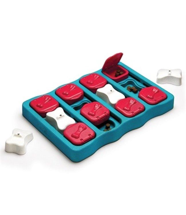 Nina ottosson dog brick turquoise / rood