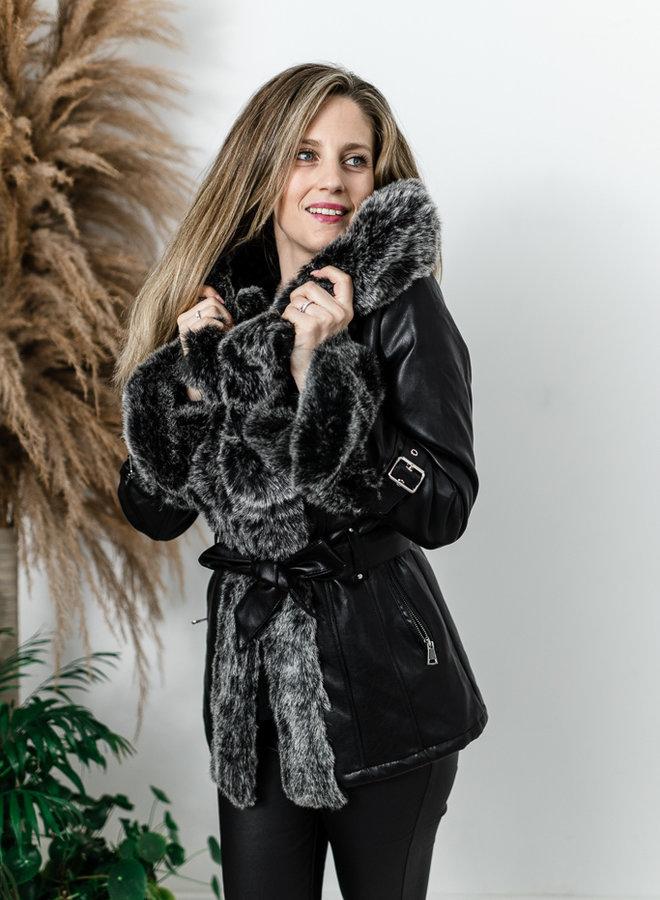 Zwarte lederlook jas met faux fur