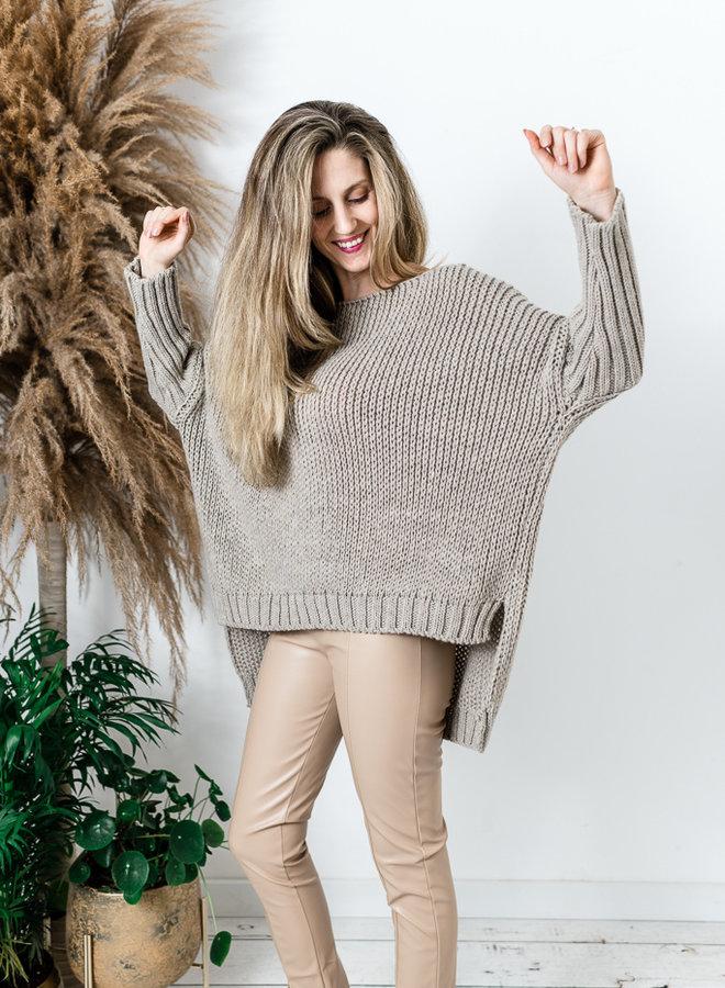 Super oversized trui beige