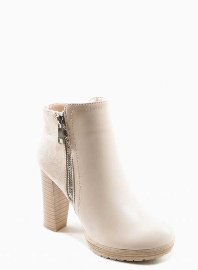 High In The Sky Ankle Boots Ecru