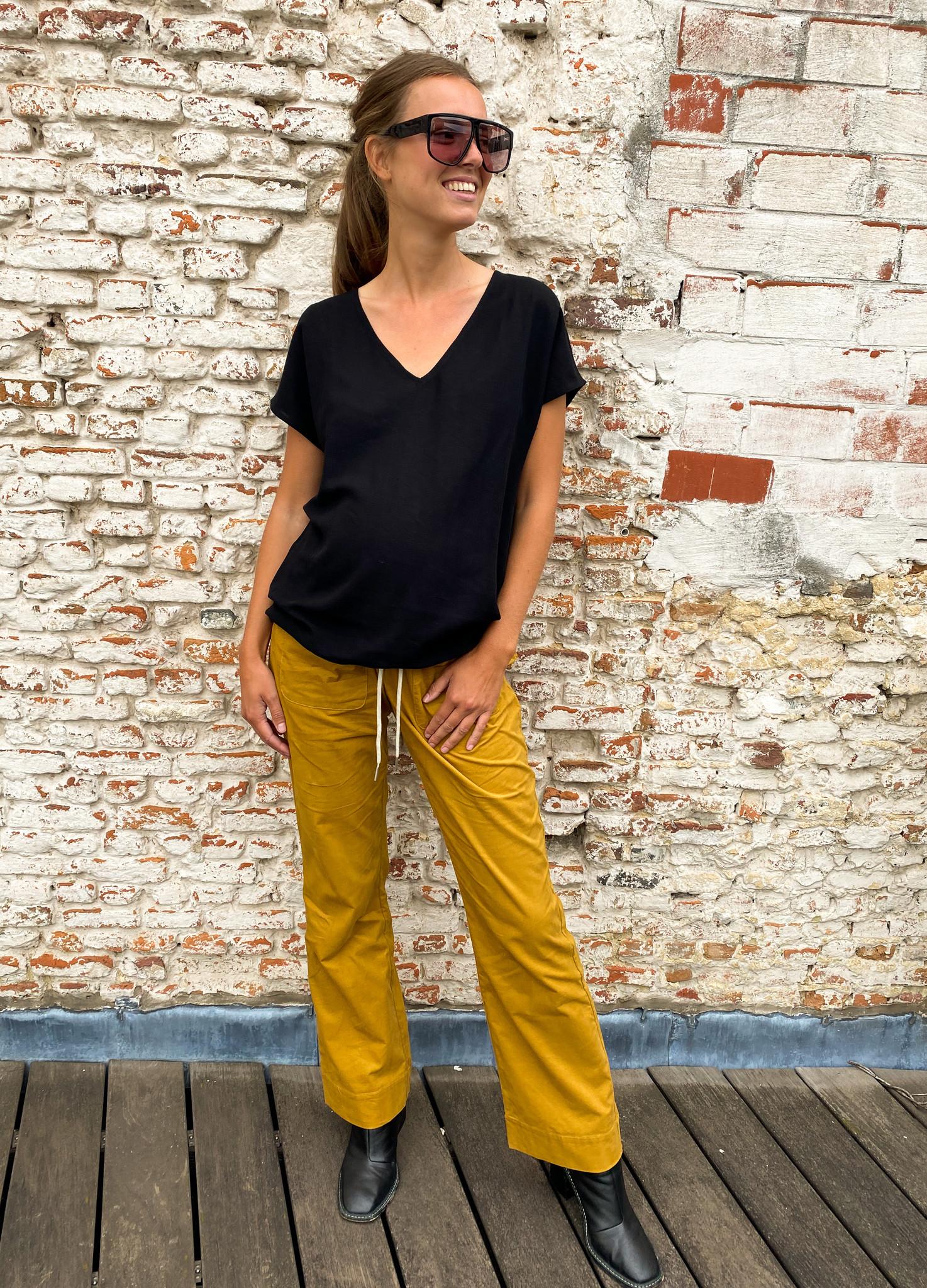 V-shirt - black light linen-1