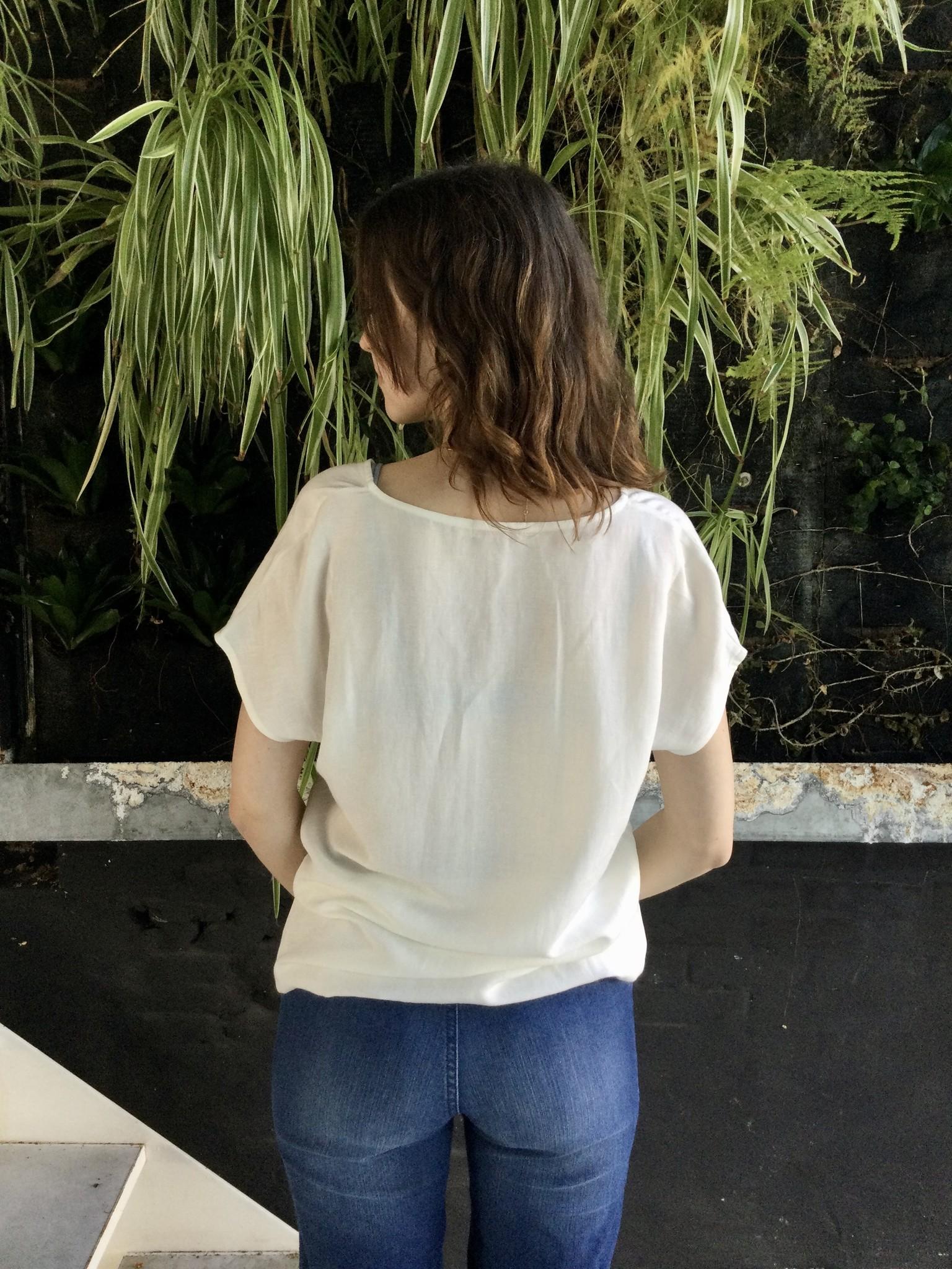 V-Shirt White Linen-3