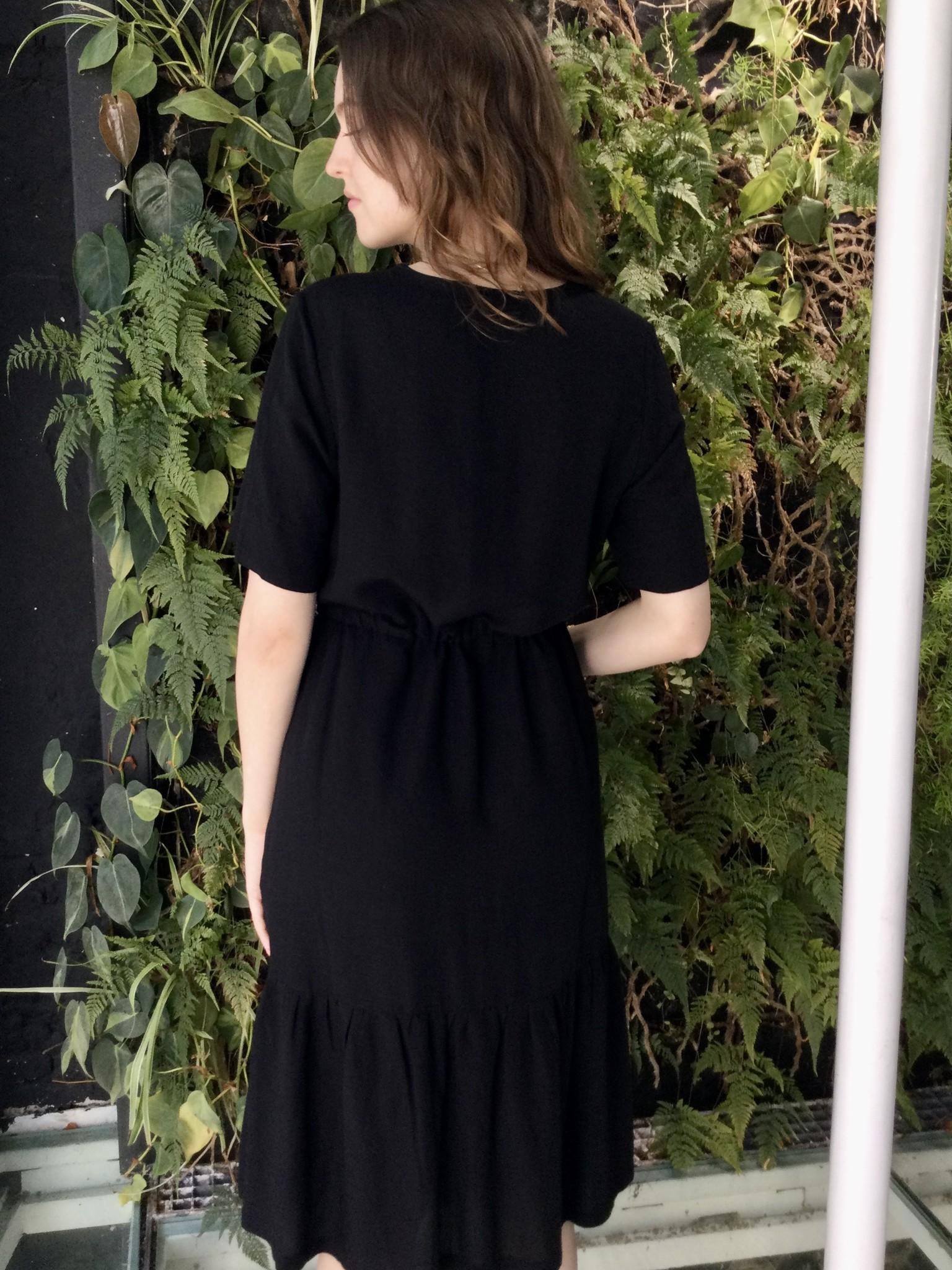 Ruffle dress - black light linen-3