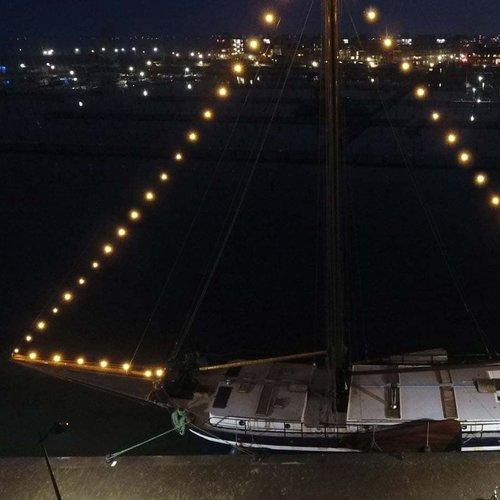 Catena Luminosa Cordoniera E27 -  20 metri con spina e portalampade montate