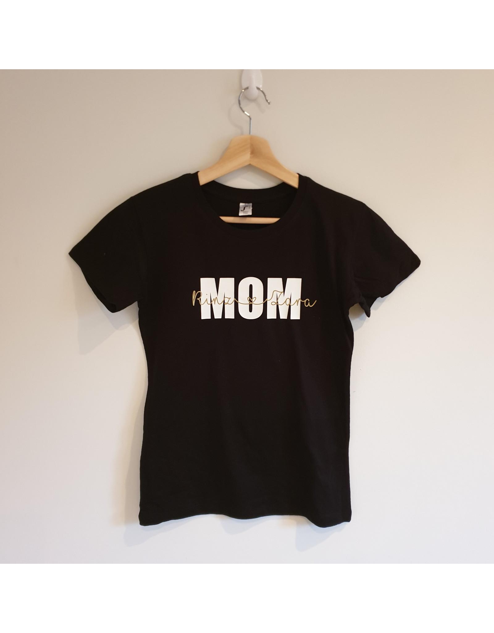 T-shirt: MOM