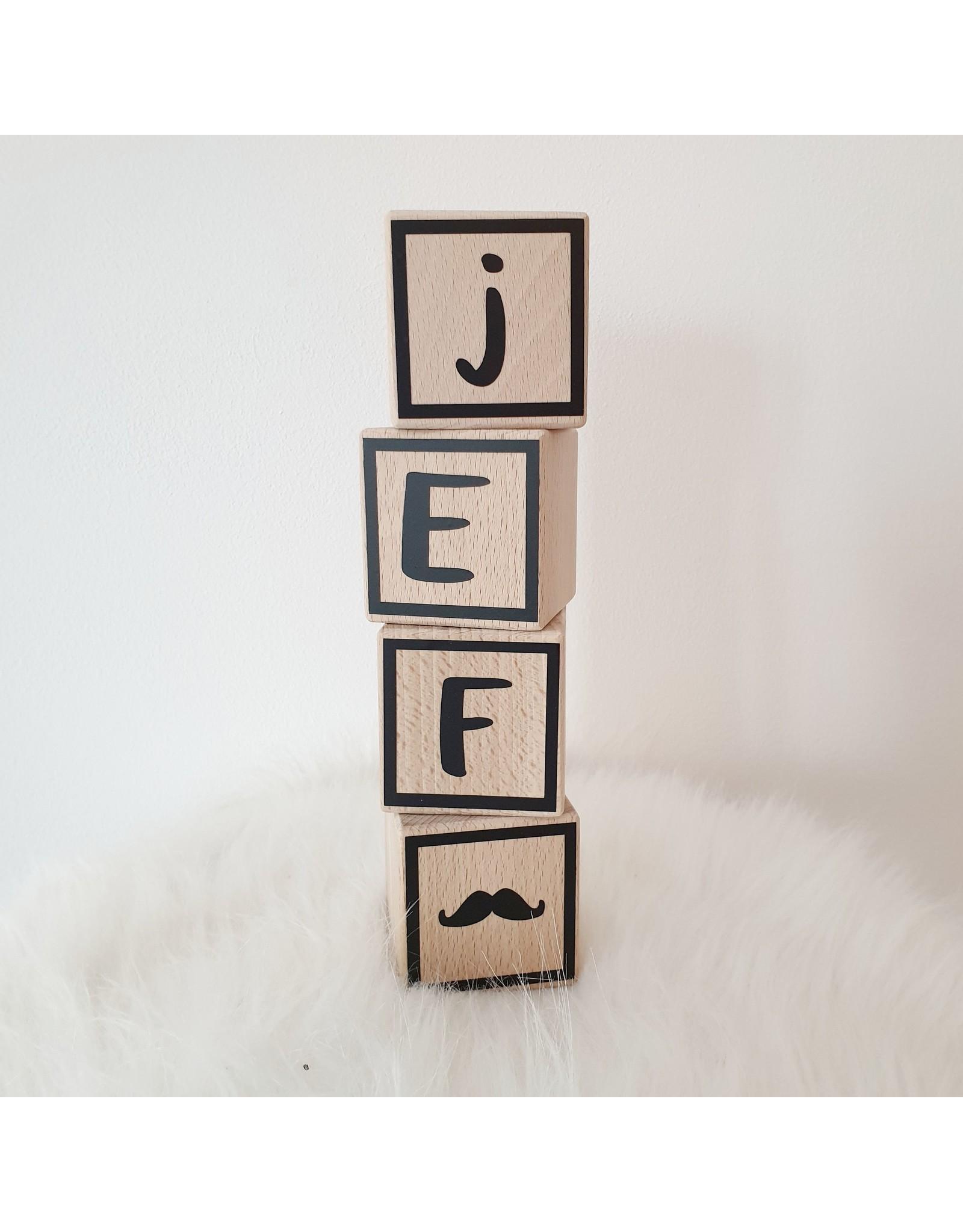Momof3 Letterblokjes met een zwart kadertje