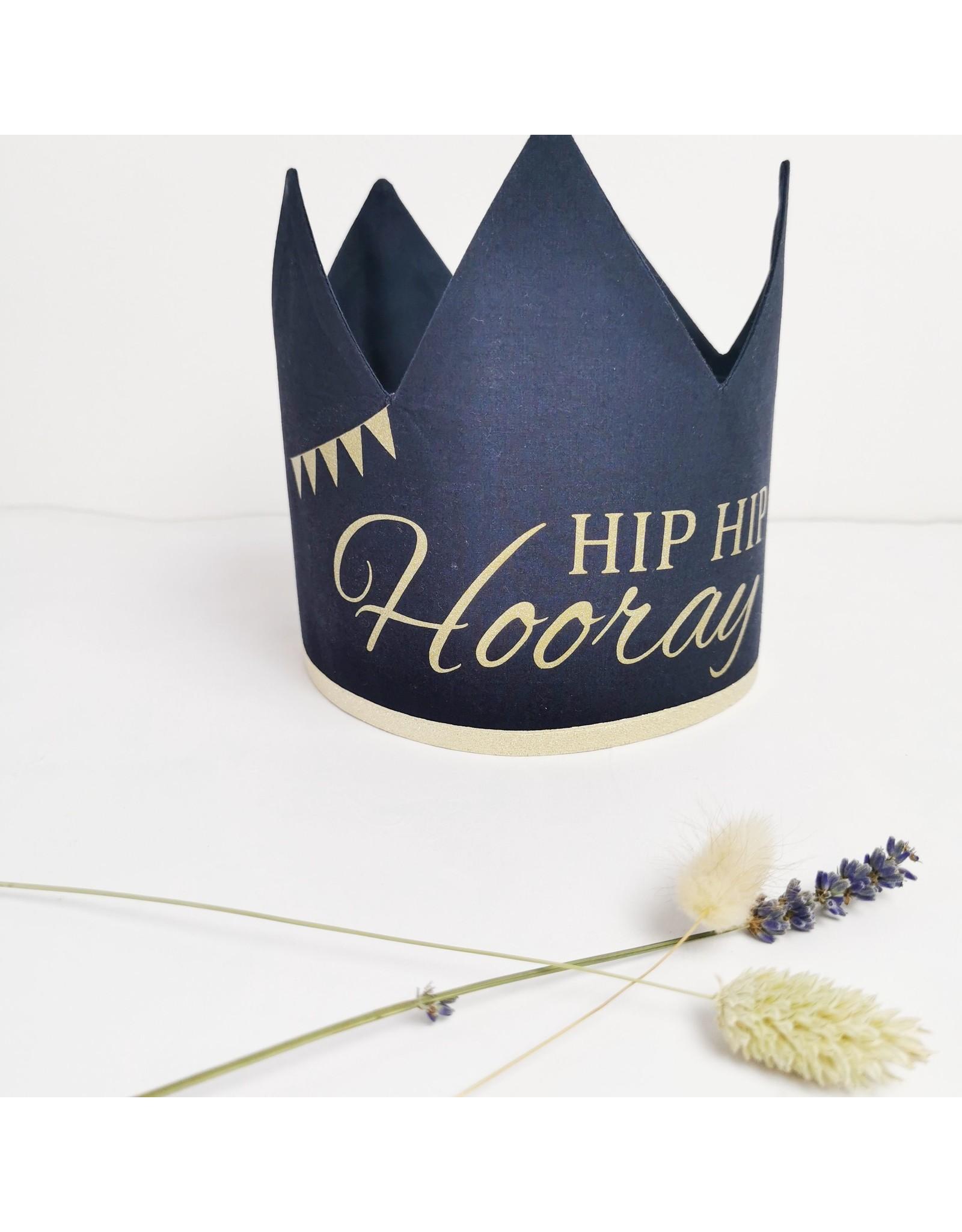 Momof3 kroon hip hip hooray