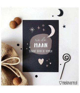Miek in Vorm Zie de maan schijnt door de bomen