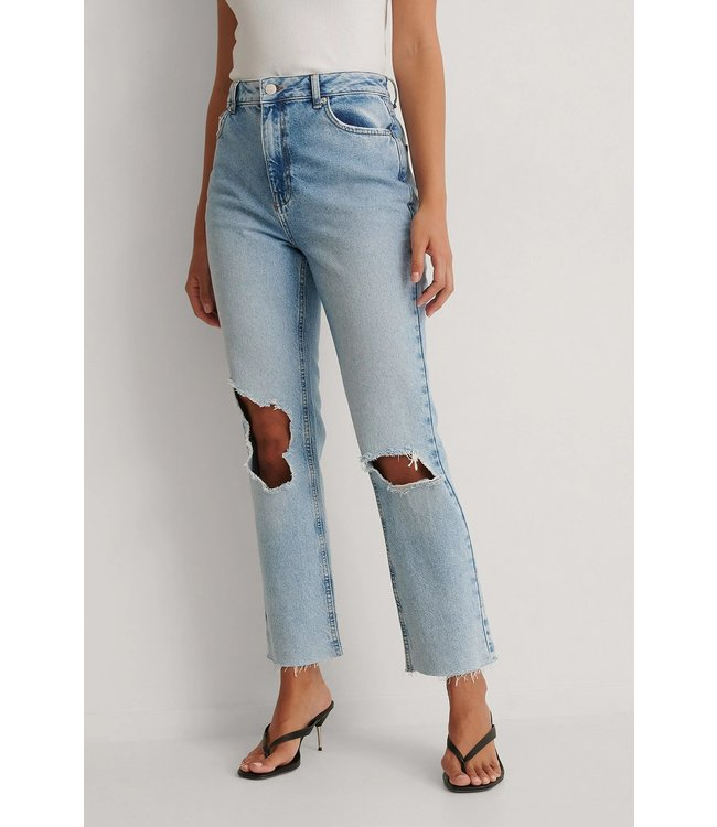NAKD Destroyed knee high waist straight jeans light blue