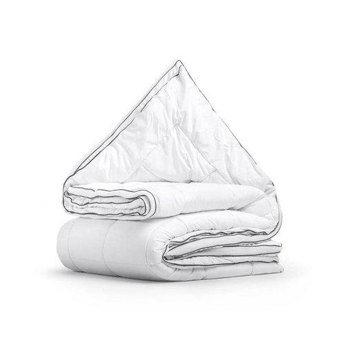 Sleeptime Dit Sleeptime 3D AIR Micro Touch Mono-dekbed is een luxe dekbed dat comfortabel en speciaal geschikt is voor mensen die graag verkoeling zoeken onder hun dekbed.