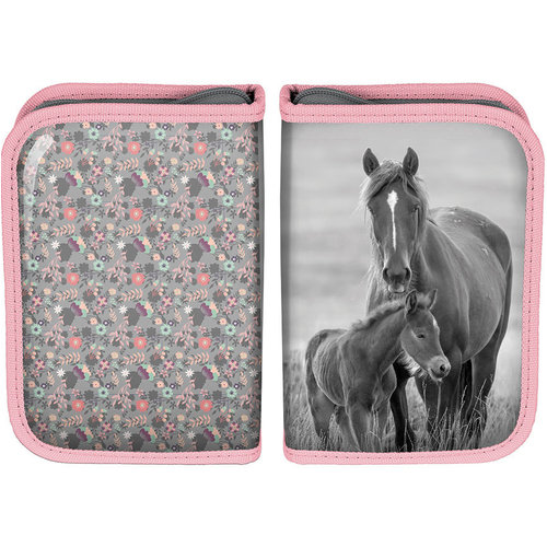 Animal Pictures Animal Pictures gevuld etui paardjes  - 19.5 x 13 x 3.5 cm - Polyester  - Leverbaar in: 19,5x13x3,5