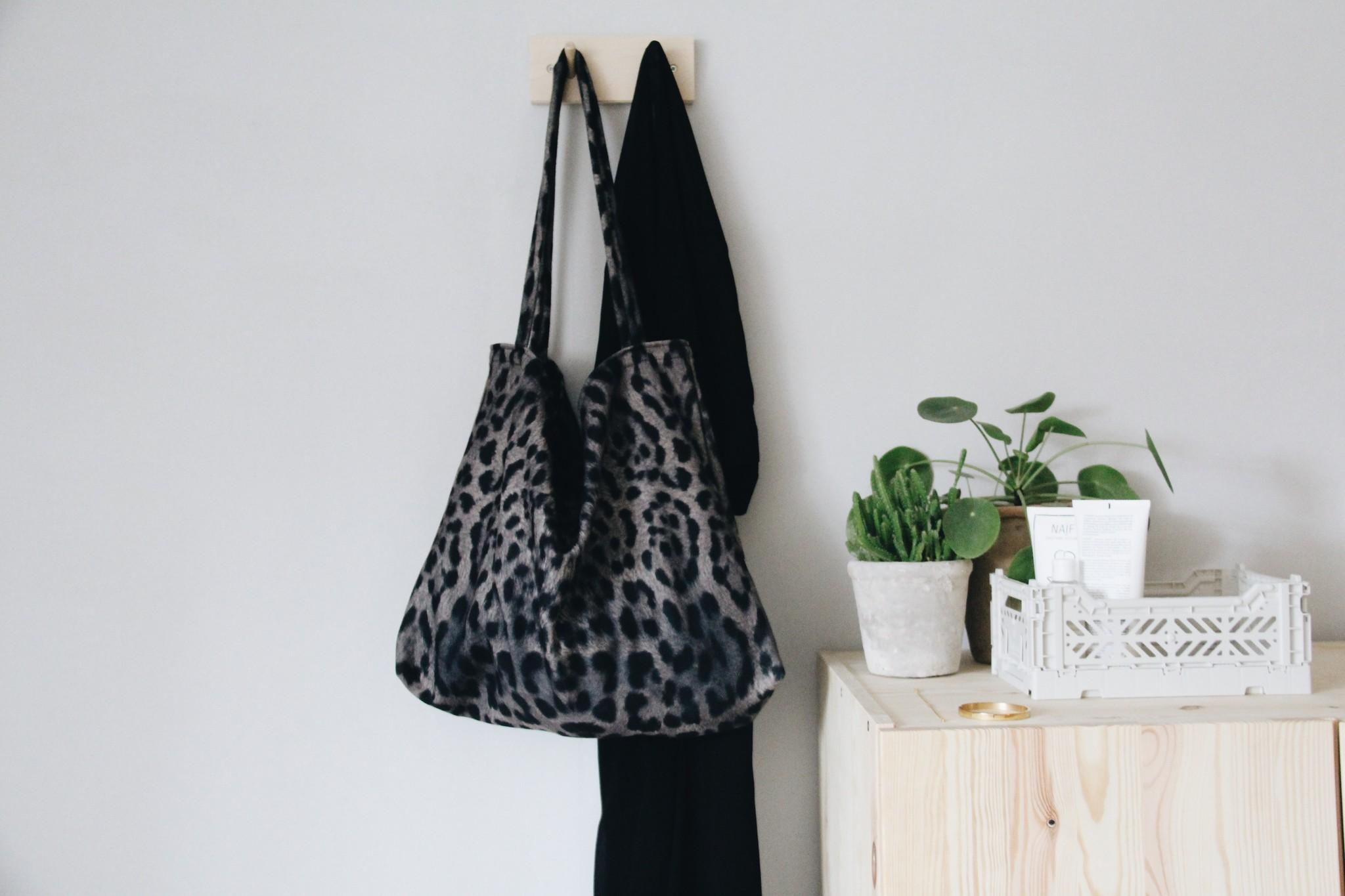 Jaguar mom-bag-3