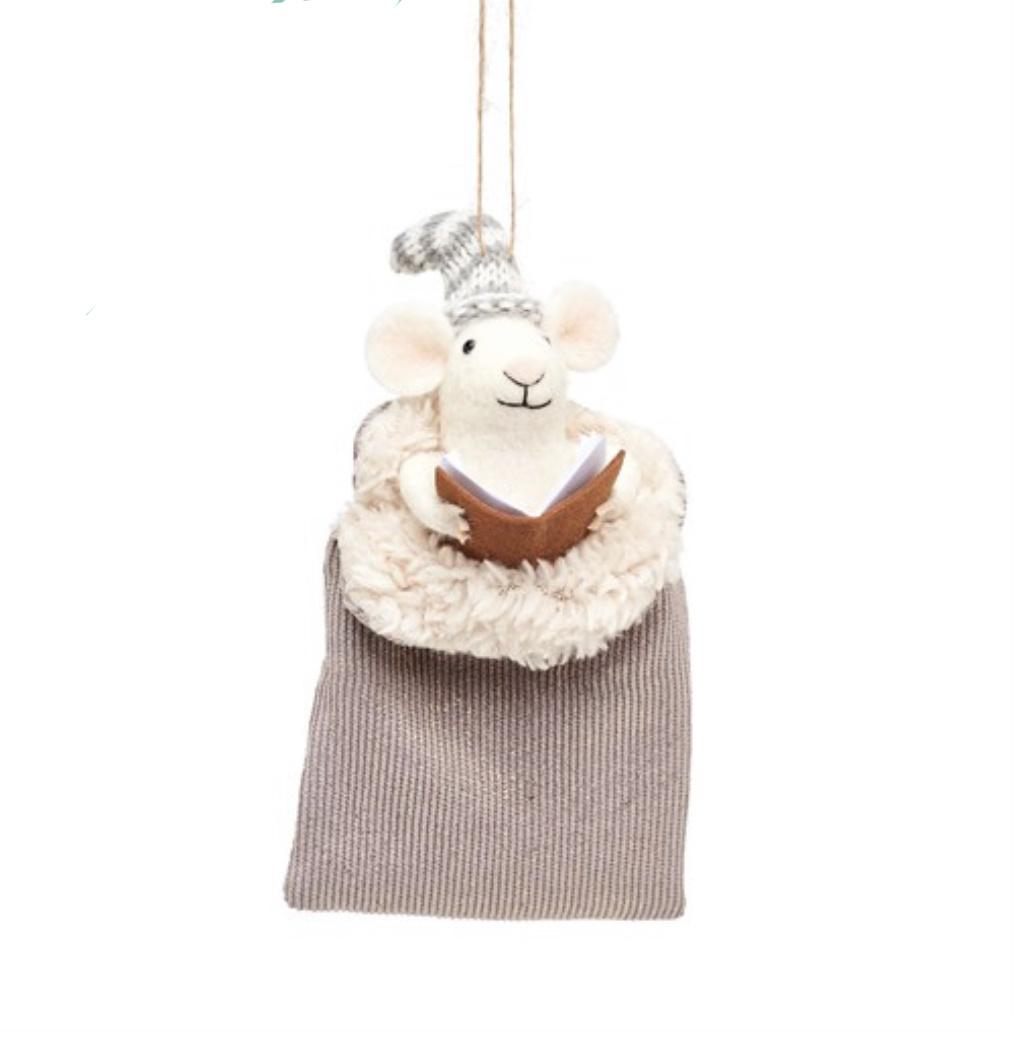 Vilten muis in grijze slaapzak kerstdecoratie-1