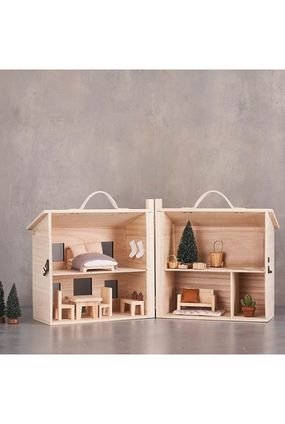Holdie Doll House