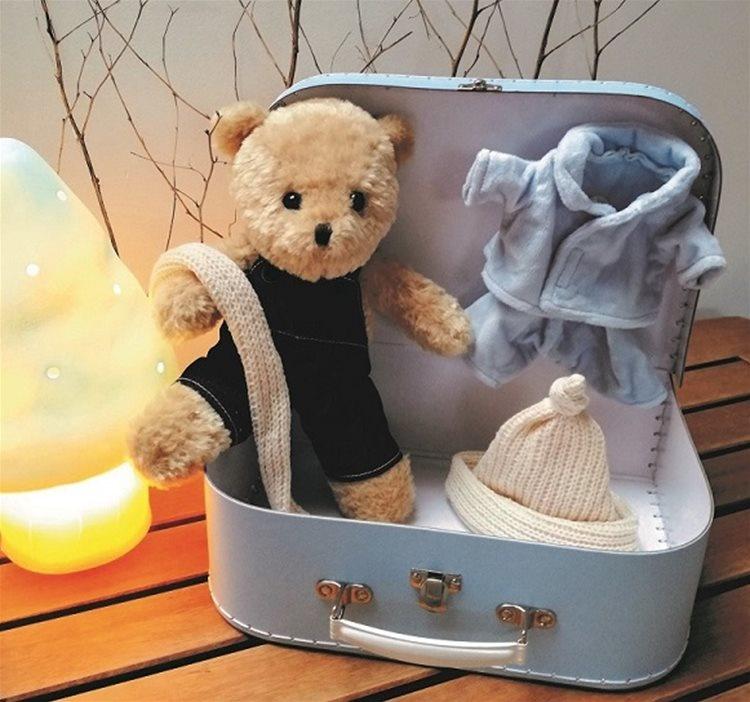 Morris met kleding in koffer-1