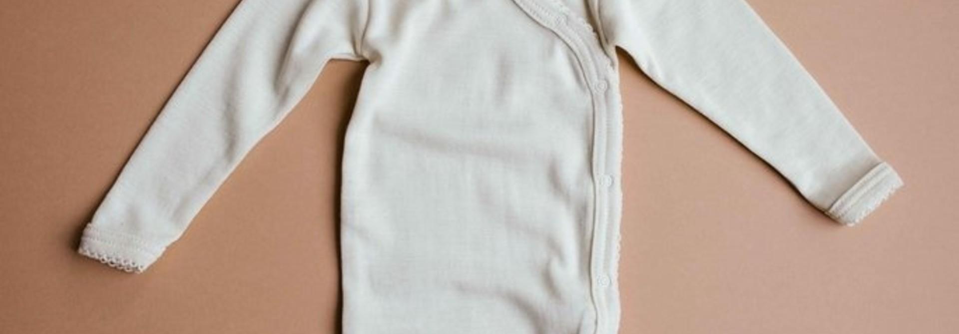 Wrap around baby body - naturel crochet edge