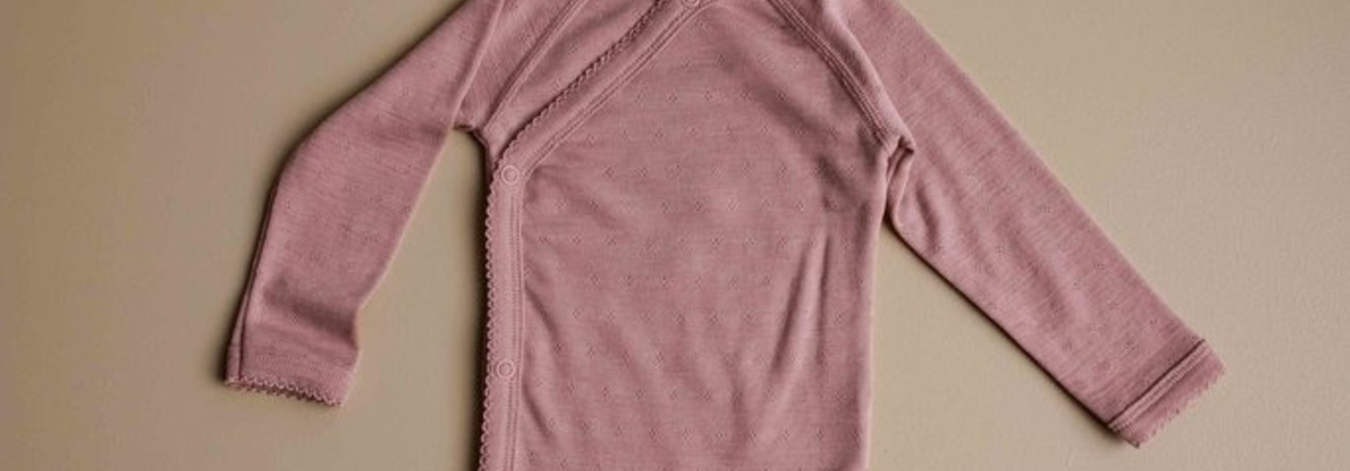Wrap around baby body - pointelle cameo rose