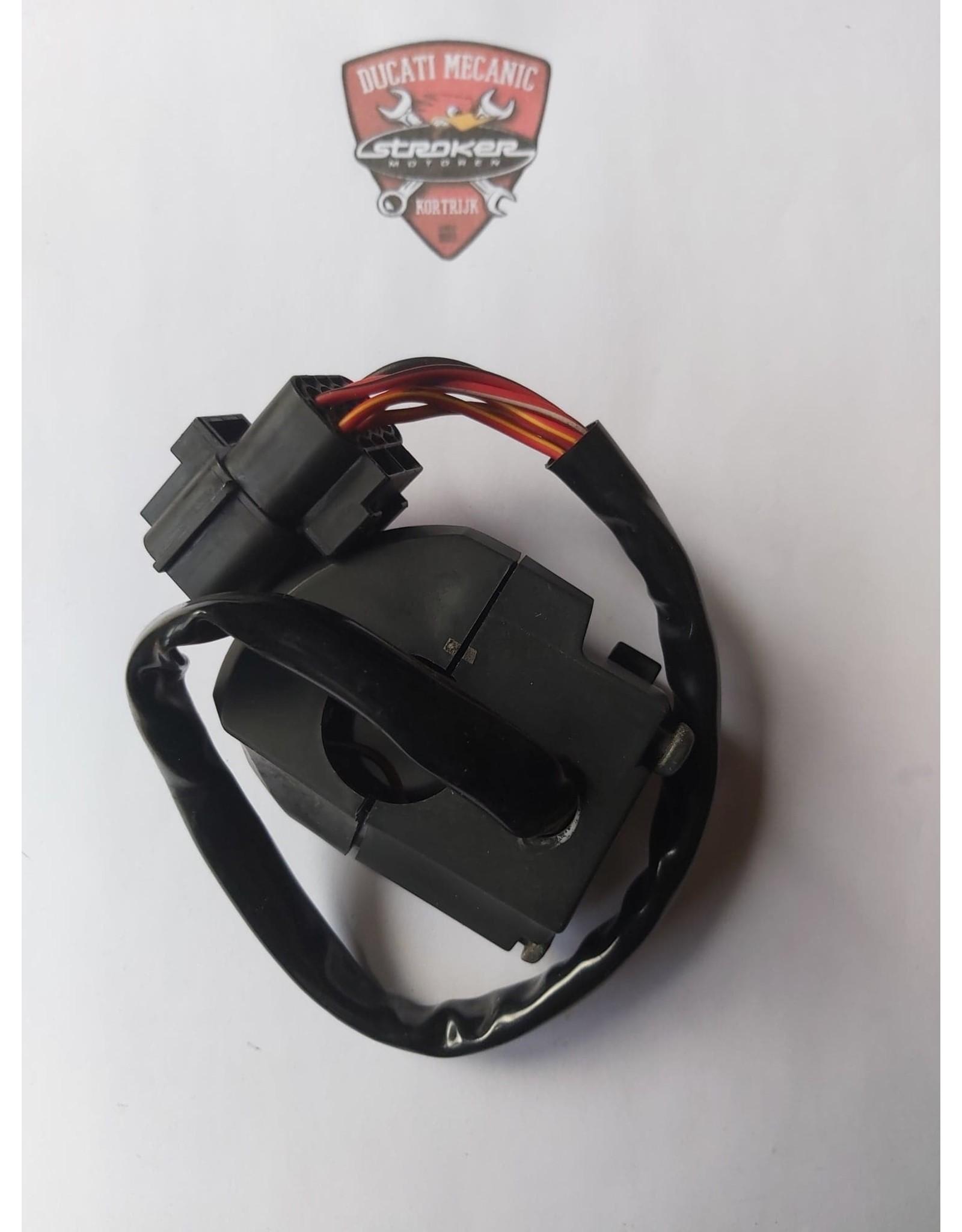 Ducati DUCATI RIGHT HANDLE SWITCH 65040082B 2DEHANDS