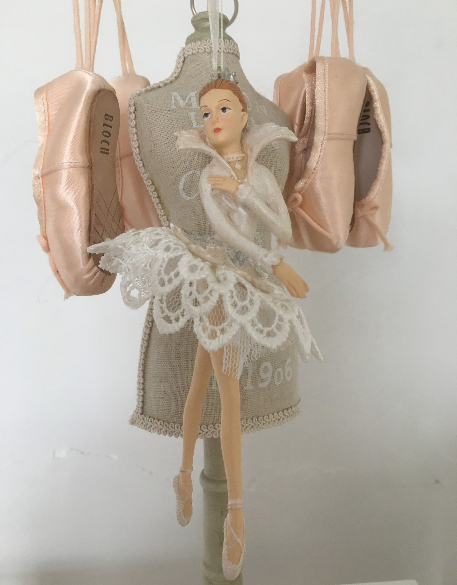 Goodwill Goodwill porseleinen ballerina hanger wit kant