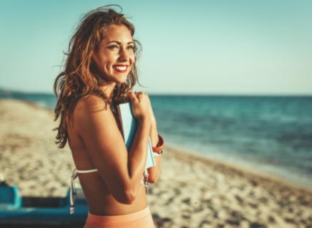 Tips: voorkom droog en beschadigd haar door de zon en de zee