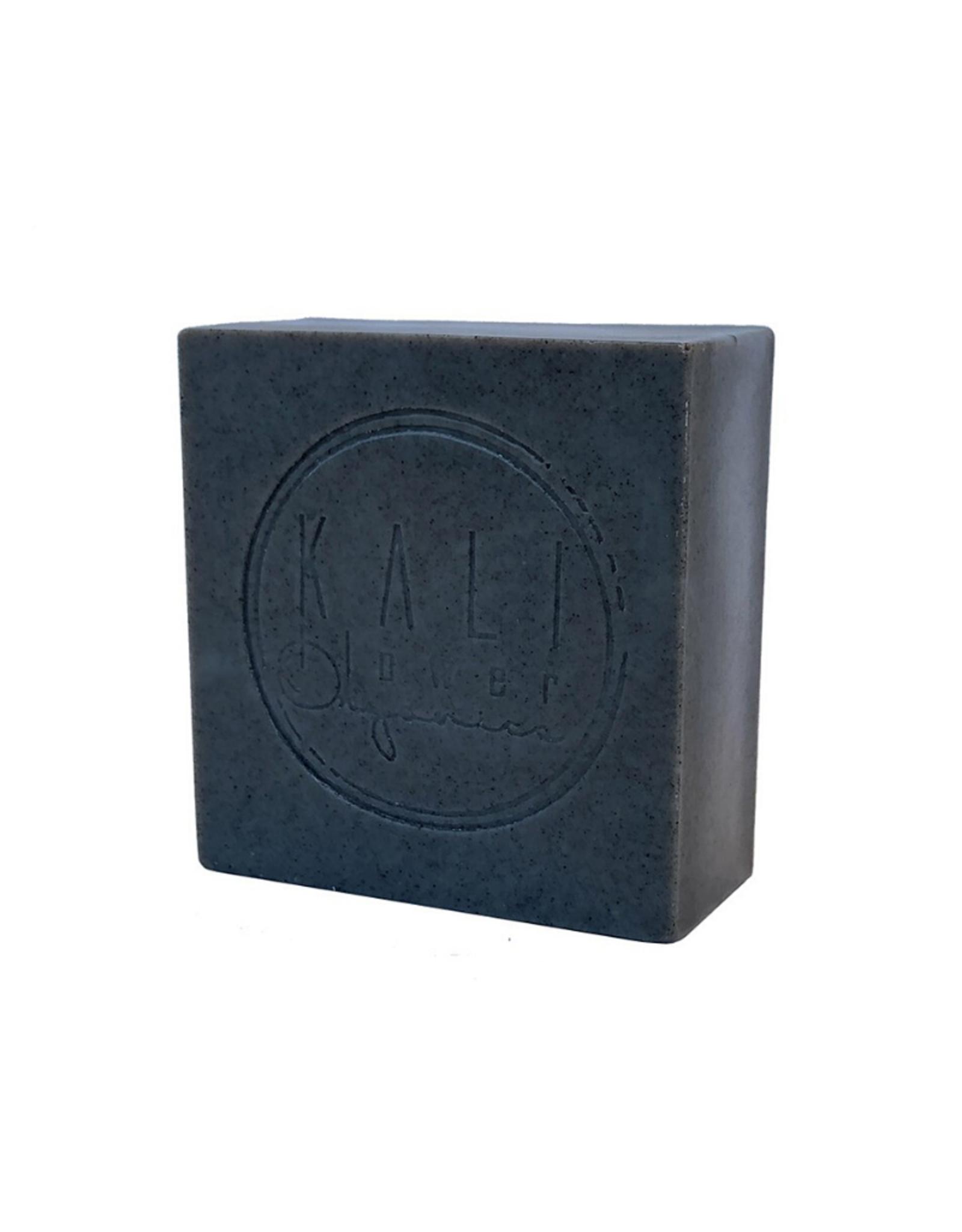 Kaliflower Organics Biologische handgemaakte zeep. Zwarte klei met zoethout.