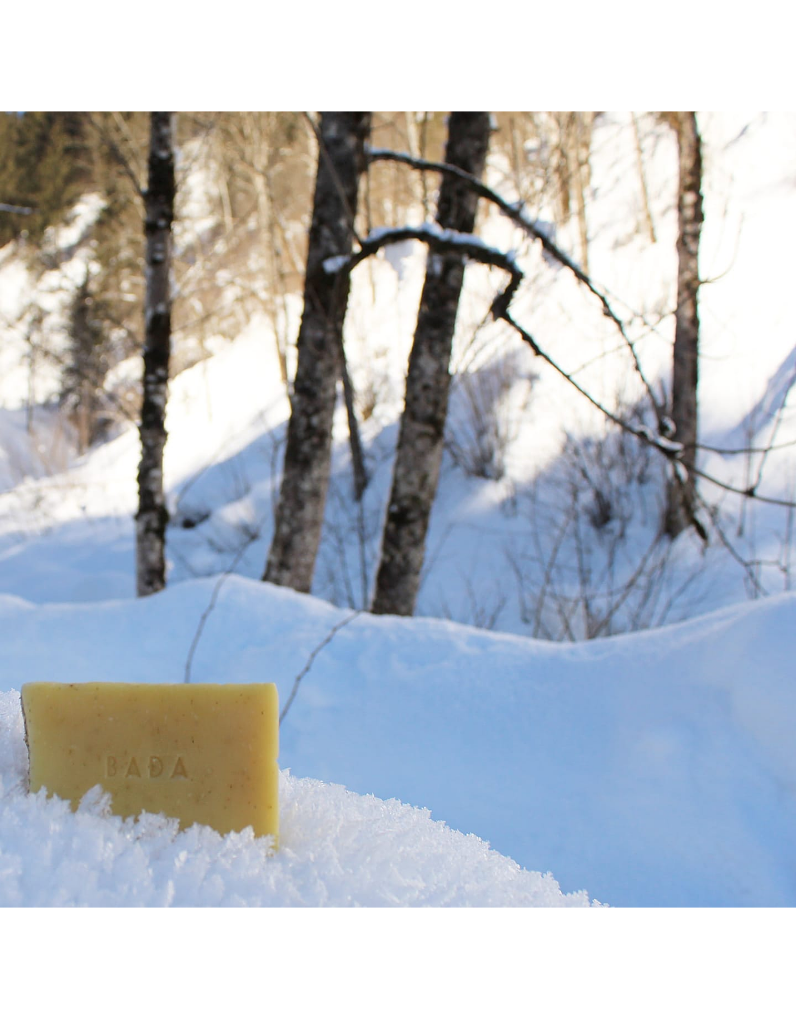 BADA Een zachte, reinigende zeep die de huid hydrateert. Met een romige, milde schuim.