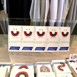 postzegel INT happy smiles