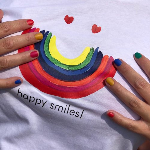 t-shirt woman happy smiles